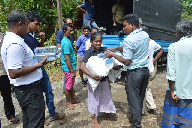 John Keells Group provides immediate relief and resettlement support to persons affected by floods.
